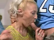 Old mama gets mouthful in threesome
