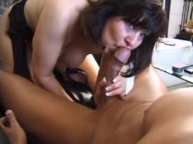 Ripe mature chick getting slammed and jizzed