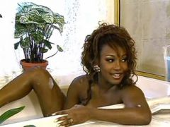 Gorgeous black mama making love in bubble bath
