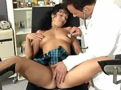 Oversexed mama spoils gynecologist in his office