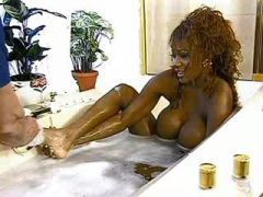 Amazing chocolate mama gets nailed and creamed