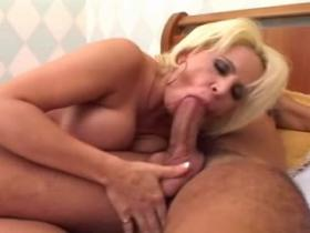 Smoking hot blond milf takes huge hammer anally