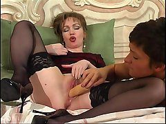 Leila&Sheila pussylicking mature in action