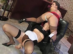 Bridget&Sheila pussylicking mature in action