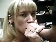 Mature does blowjob n tastes sperm