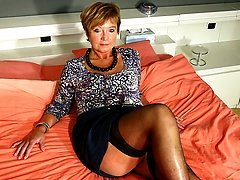 Horny housewife squirting all over her bed